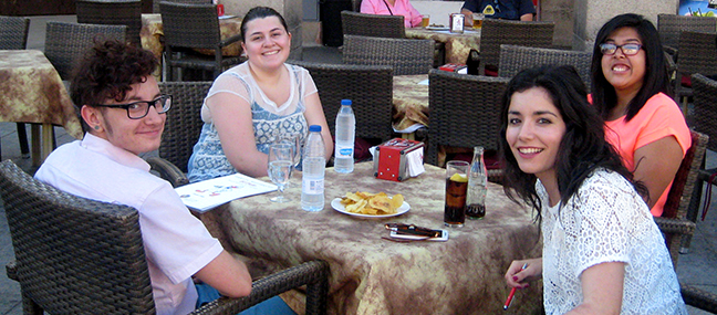 caceres-students-dining